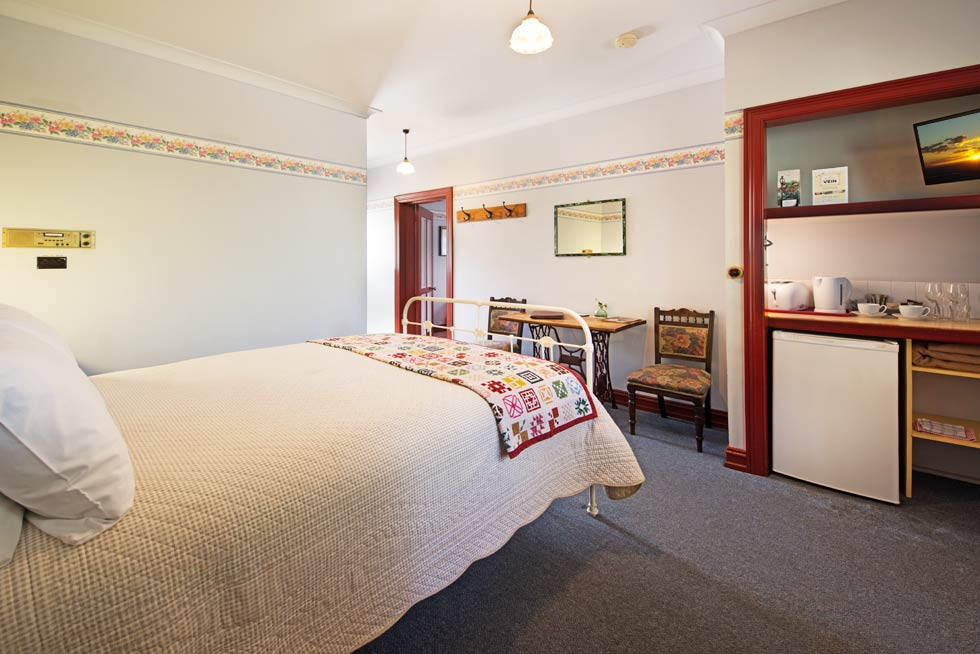 Guests enjoy a quiet and relaxed stay with 11 rooms to choose from at Maldon's Eaglehawk Motel.